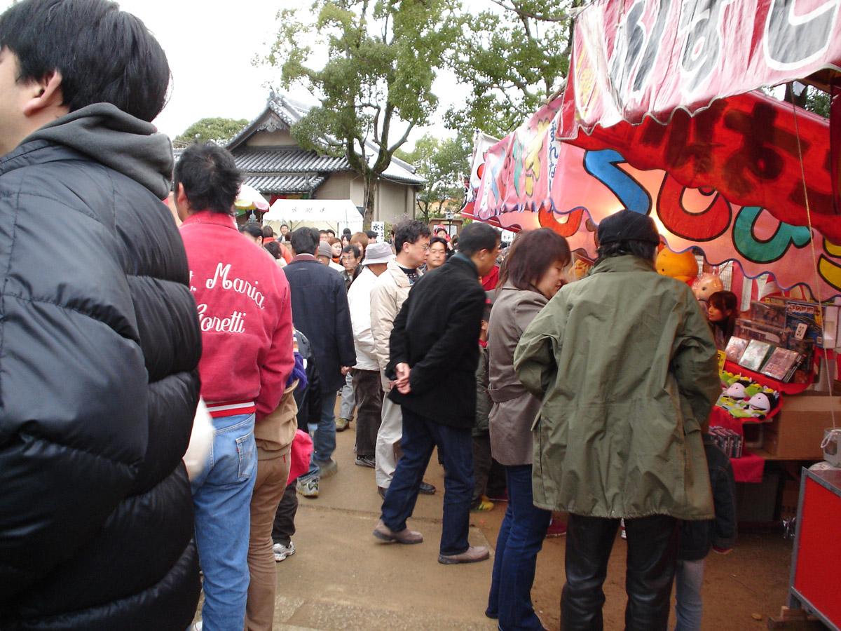 2005_01_01_mizuma_dera_stalls.jpg