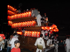 2005_10_09_danjiri_matsuri_lantern_parade_01.jpg